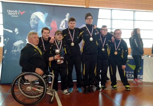 image des sportifs du club lors d'une remise de médailles