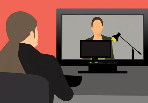 dessin d'une femme devant un écran d'ordinateur sur lequel une autre femme apparaît