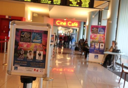 image de l'entrée dans la salle de cinéma