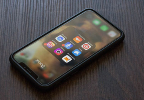 Photo d'un téléphone portable et de ses applications