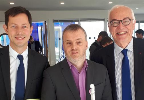 Photo de trois personnes :  de gauche à droite : Monsieur François Xavier BELLAMY, Marc LABAYE, responsable nationale des adhérents, Président Emmanuel CONSTANS,