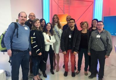 la miss france 2018 posant avec les bénéficiaires de LADAPT Ille-et-Vilaine et les professionnels