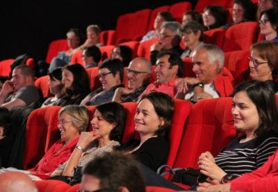 image du public riant en 2017