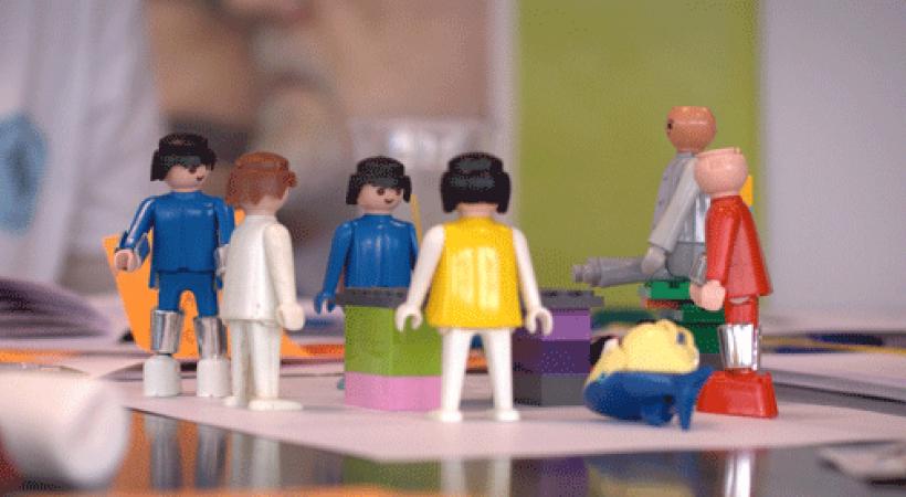 personnages playmobil en cercle