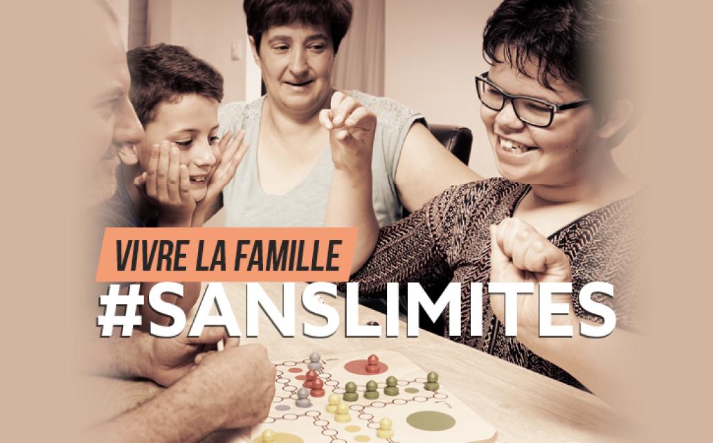 Angèle joue à un jeu de société avec sa famille