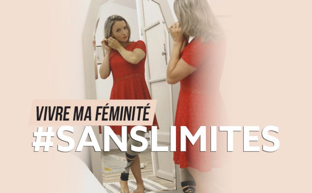 Aurélie se prépare devant un miroir