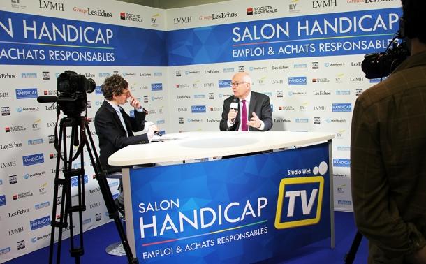 emmanuel constant président de LADAPT répondant aux questions d'un journaliste au salon 2017