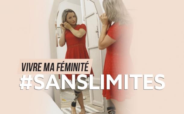 Aurélie se fait belle devant son miroir
