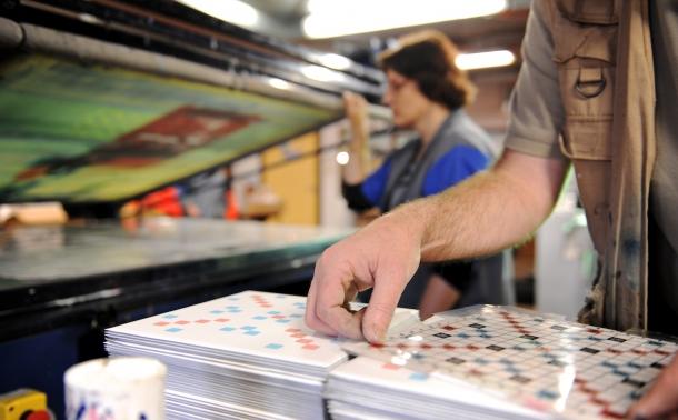 zoom sur la main d'un travailleur en esat