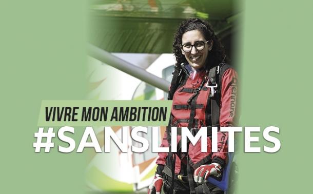Hayette souriante après un saut en parachute