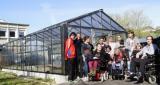 photo de la serre pédagogique de Saint-Lô avec les enfants