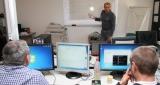 salle de formation avec un professuer et des élèves