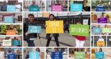 image de personnes portant des pancartes avec le nom des grandes orientations du projet associatif 2016-2020 de ladapt