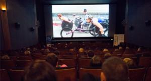 image de spectateurs dans la salle de cinéma