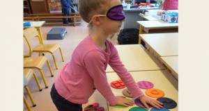 photo d'une enfant utilisant la handimalette